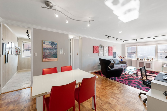 Sun-drenched & Spacious Corner 1 Bed in Murray Hill